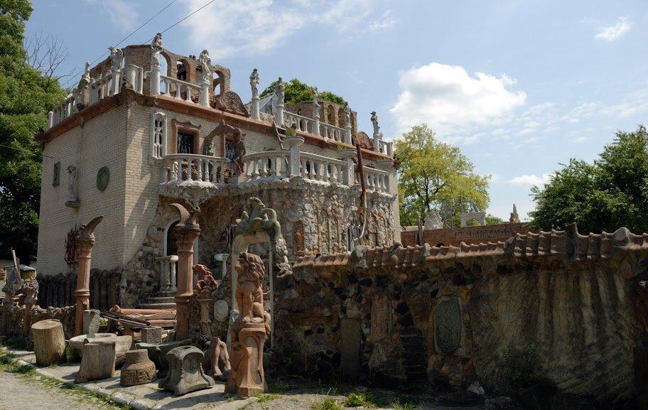 Дом скульптора Луцк