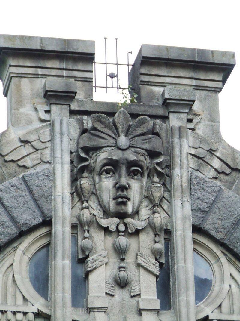 дом плачущей вдовы