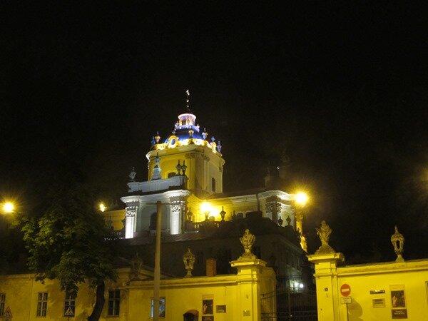 Собор святого Юра ночью