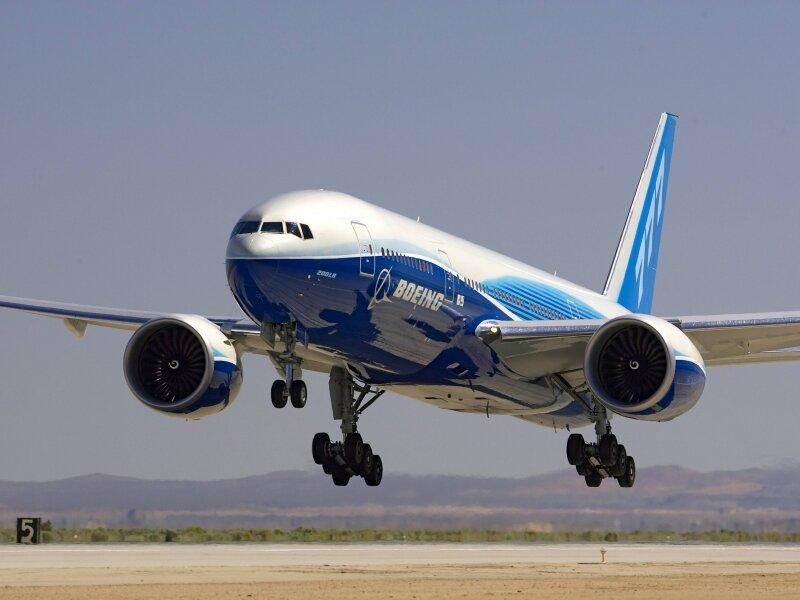 """Никто из членов экипажа и 260 пассажиров  """"Боинга-777 """" не пострадал, сообщает Лента.ру."""