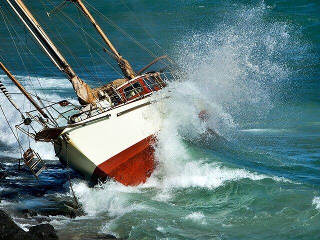 яхта шторм
